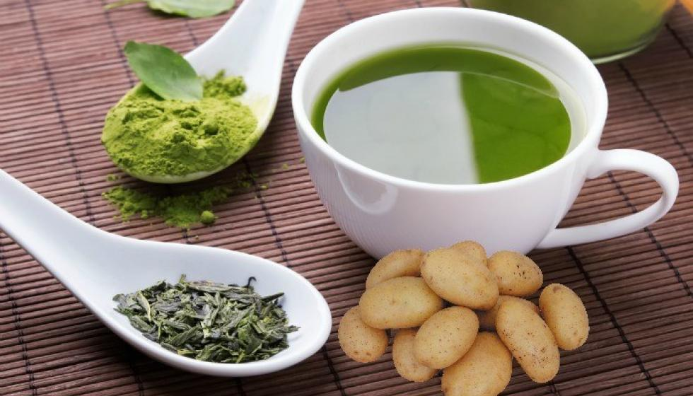 قناع الشاي الأخضر وعصير البطاطا لبشرة حيوية