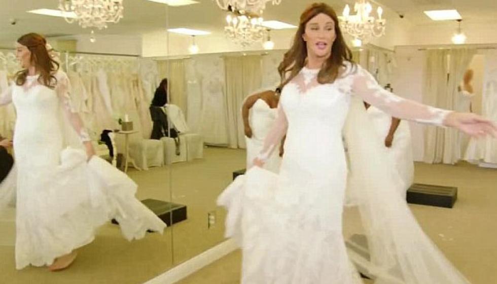 بعد تحوله الجنسي كايتلين جينير بفستان الزفاف