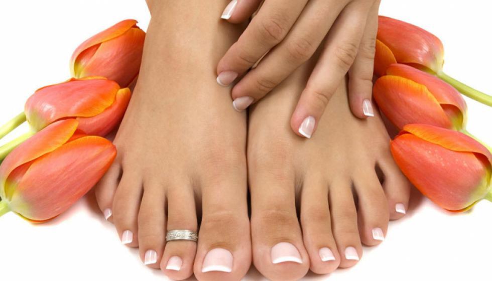 الوصفات الطّبيعيّة لترطيب قدميكِ