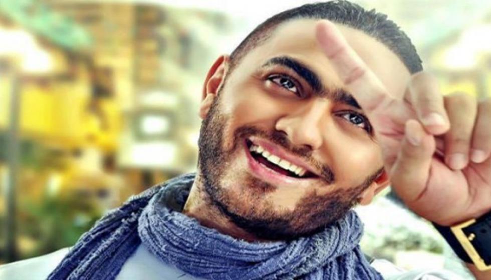 """""""مهووسة"""" تقتحم حفل تامر حسني في """"هلا فبراير"""""""