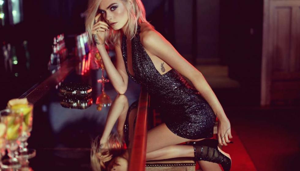 في إعلان Jimmy Choo كارا ديلفين رائعة في فستان لجورج شقرا